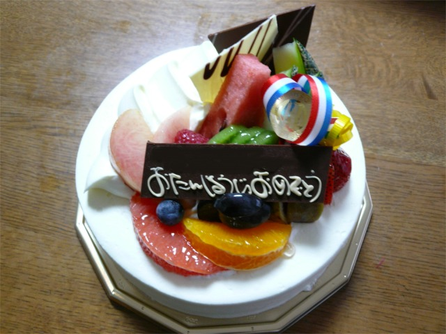 豪華な生クリームケーキ
