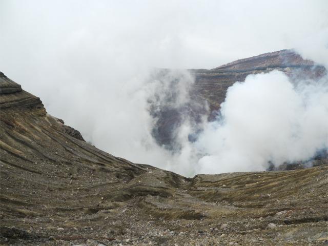 中岳 噴火口