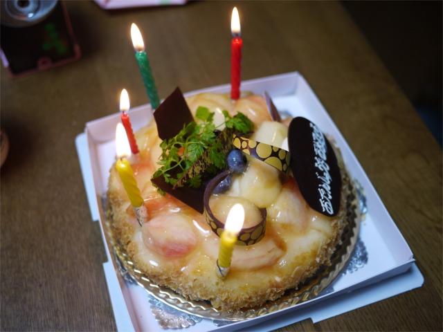 妻の誕生日 桃のタルトでお祝い