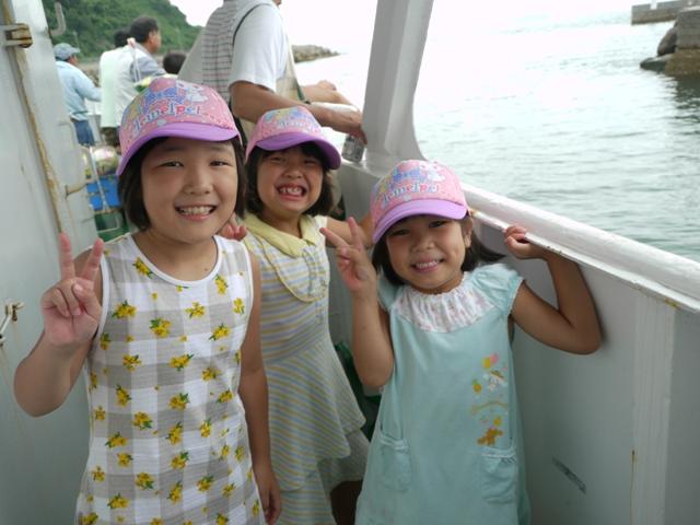 蓋井島 で バーベキュー & 海の幸 、余裕の表情も…