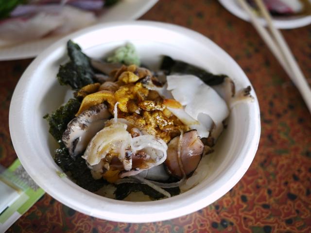 蓋井島の海鮮丼、ウニ・アワビ・サザエ・イカ